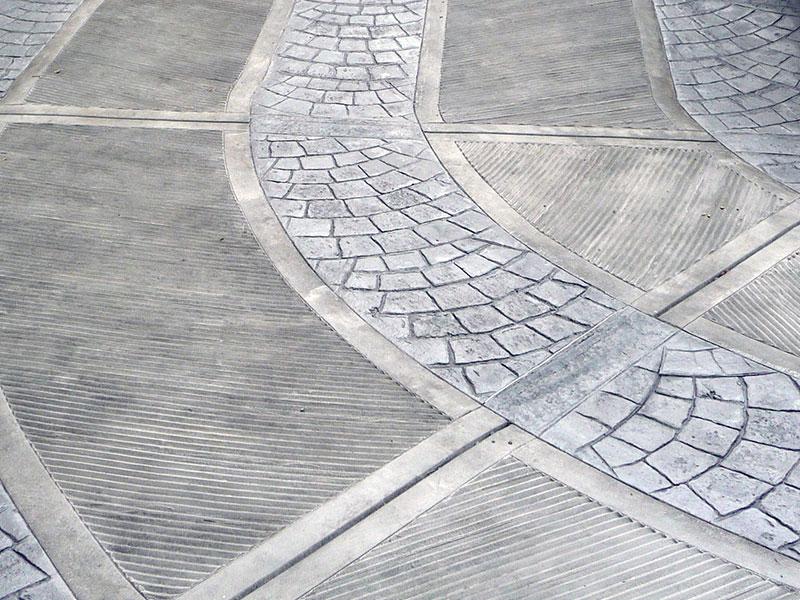 Particolare di strada carrabile in cemento stampato