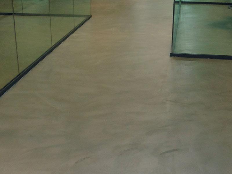 Particolare di un pavimento in microcemento