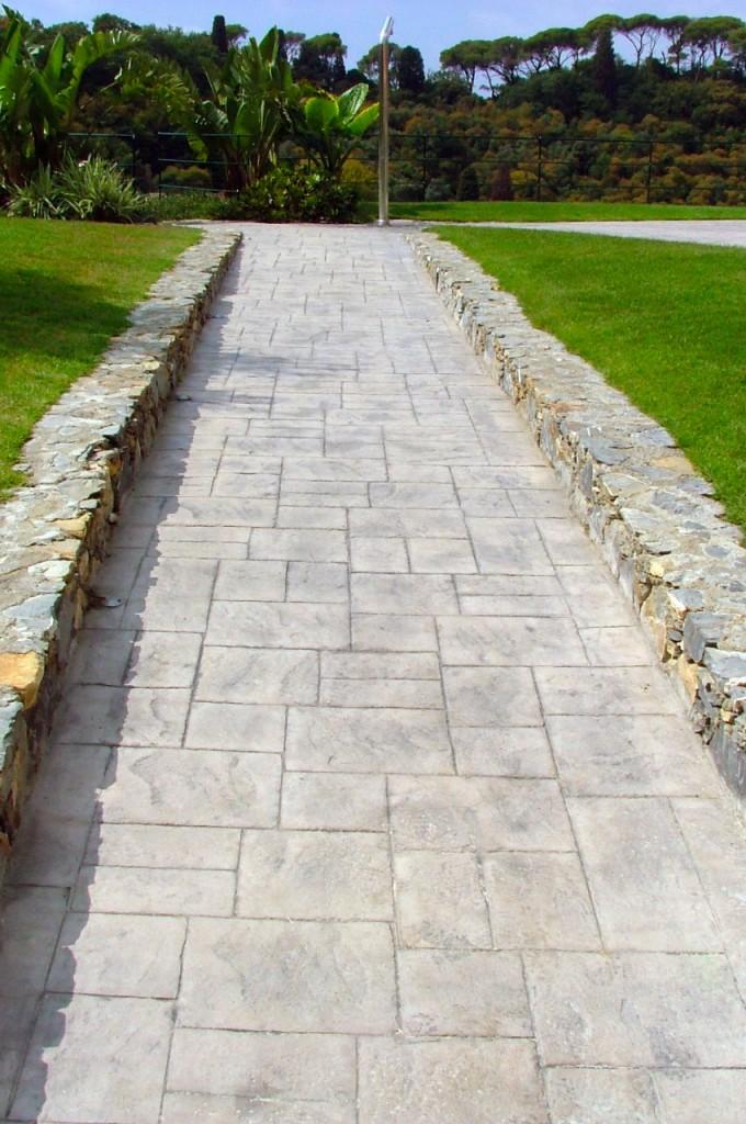 Camminamento finito in cemento stampato